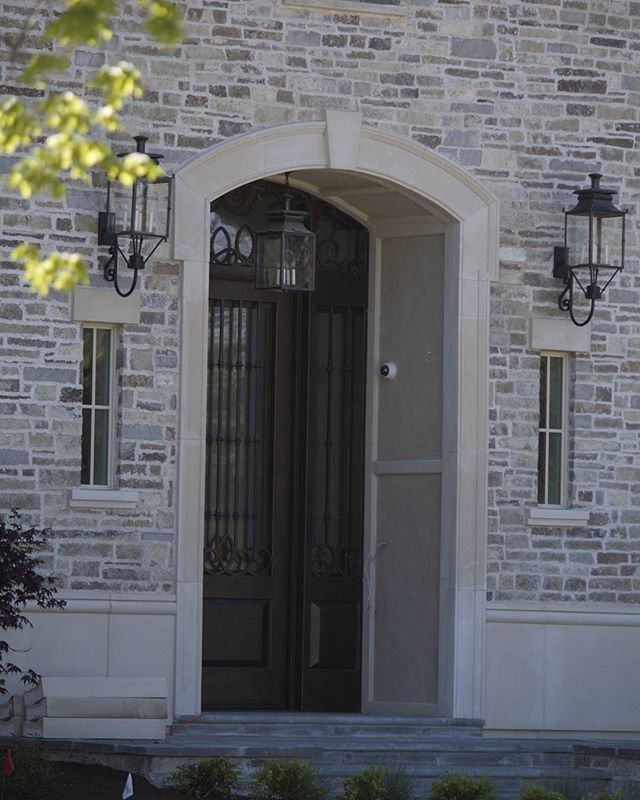 Beautiful Lightweight Cast Stone Entry Trim Keystone Window Headers Stone Houses House Entrance Painted Front Doors