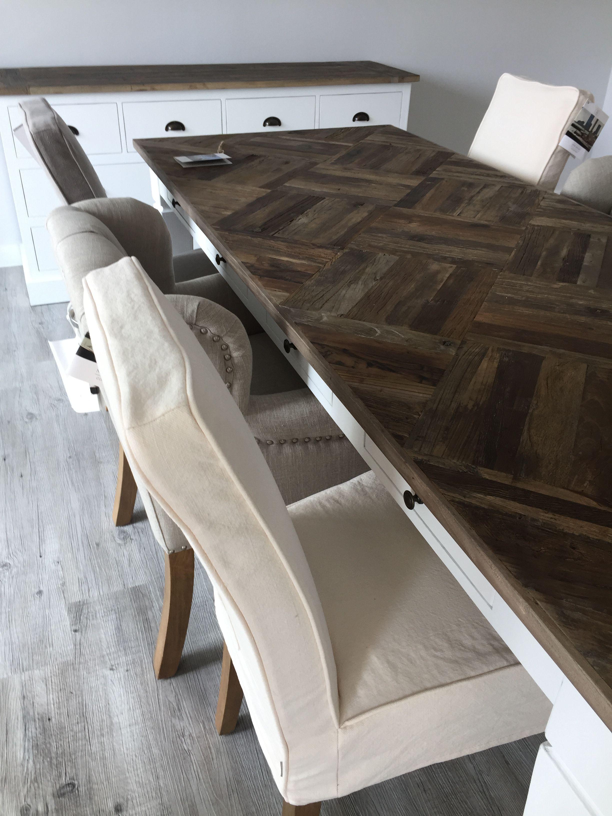 Wunderschöner Briggs Road Tisch von Riviera Maison. Ein
