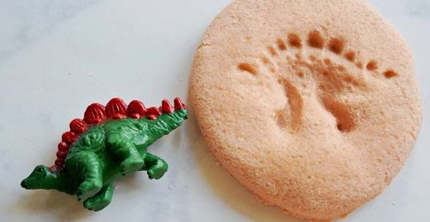 Make these homemade dinosaur fossils for a fun-filled activity with your kids! Hi everyone! I'm Jennifer from My Daylights and I'm happy to be guest posting today! My kids and I love making things together, especially if it involves learning (at least I think so). Summer has officially arrived and we have started on our...