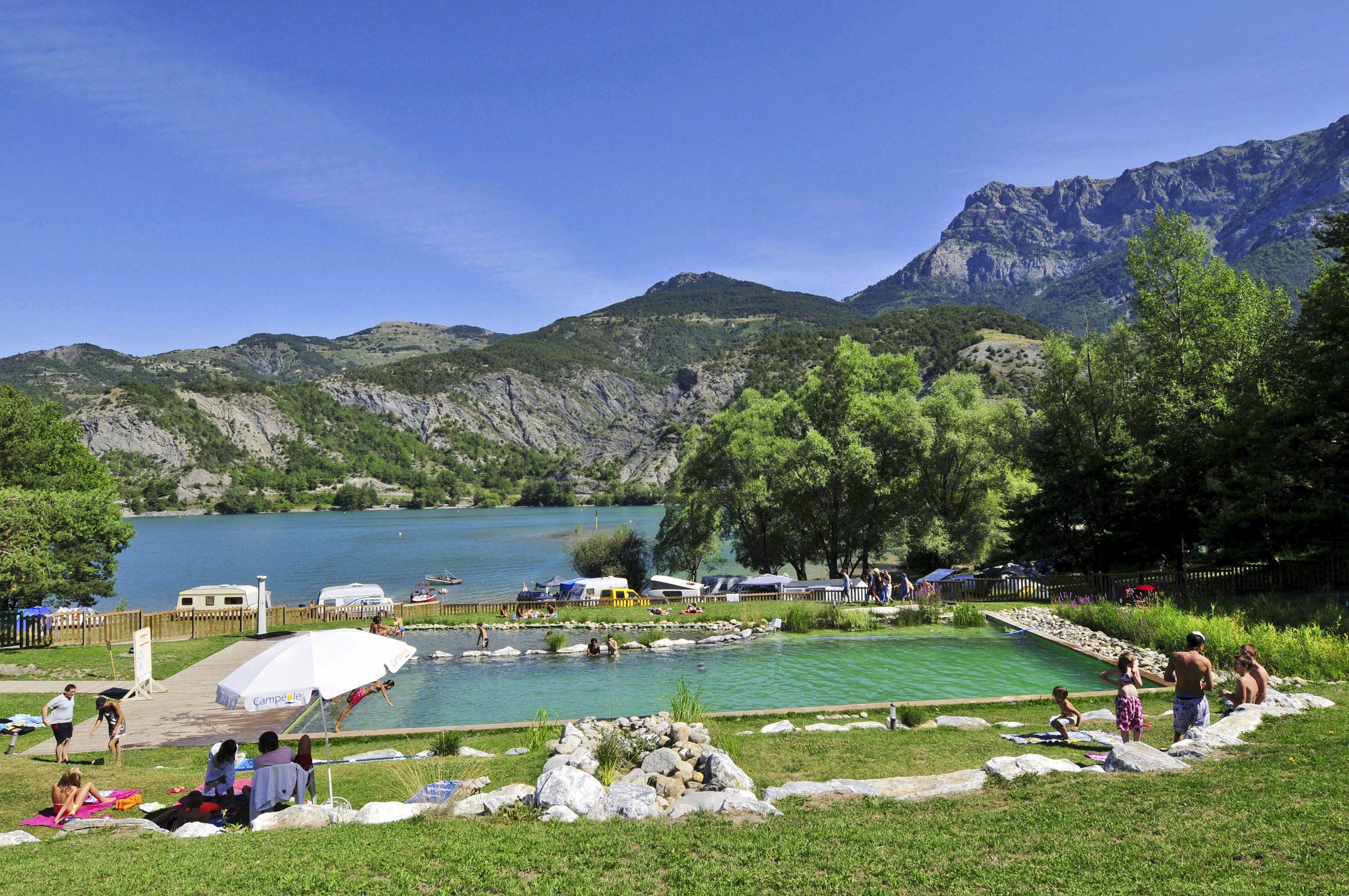 Le lac camping nature avec piscine face au lac de serre - Camping lac serre poncon piscine ...