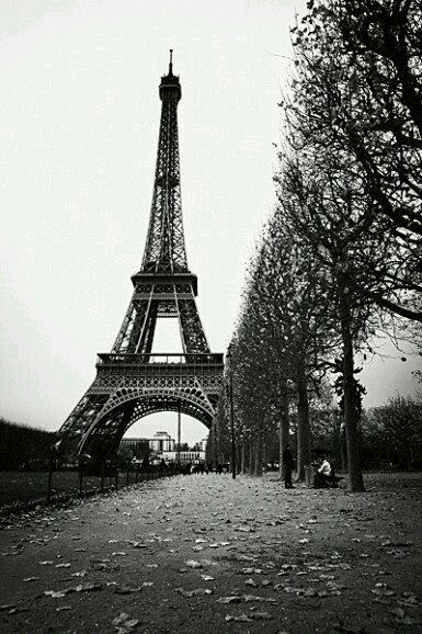 Pin By Aya Ahmed On صور برج ايفيل Eiffel Tower Photography Eiffel Tower Black And White Aesthetic