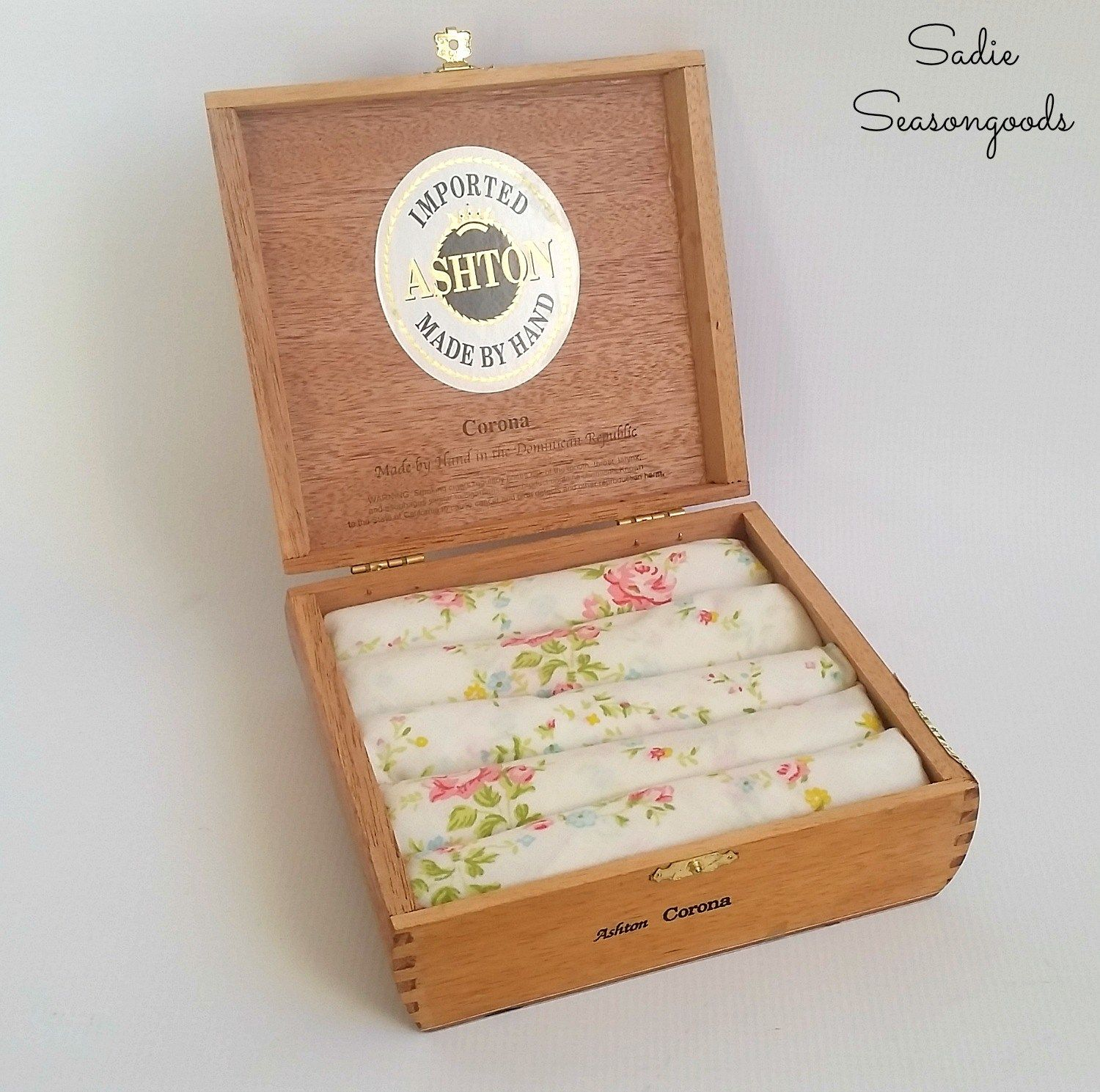 DIY ring holder display with a repurposed / upcycled vintage cigar box and bed sheet fabric by Sadie Seasongoods / www.sadieseasongoods.com