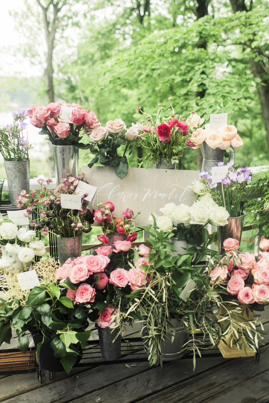 How to Throw a Baby Shower Any Mom-To-Be Will Love | Flower stands ...