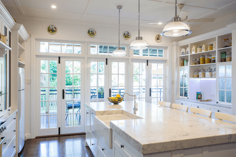 cocinas elegantes blancas con molduras - Buscar con Google | Cocinas ...