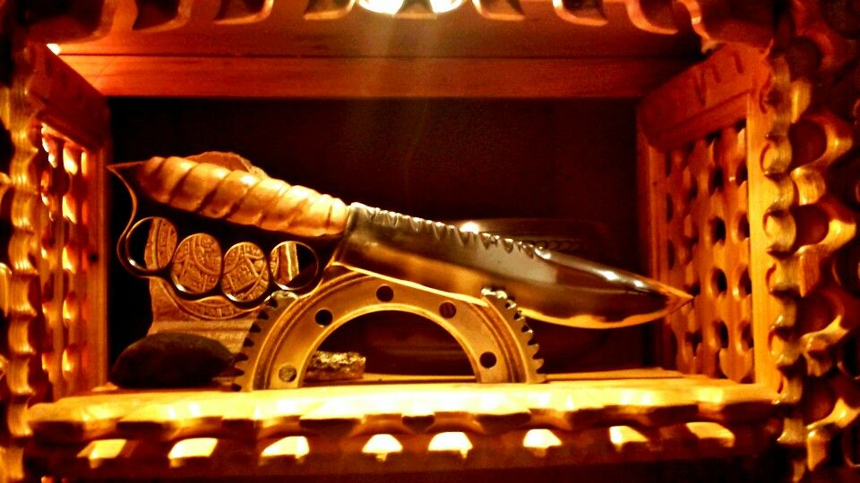 Knife knuckle duster