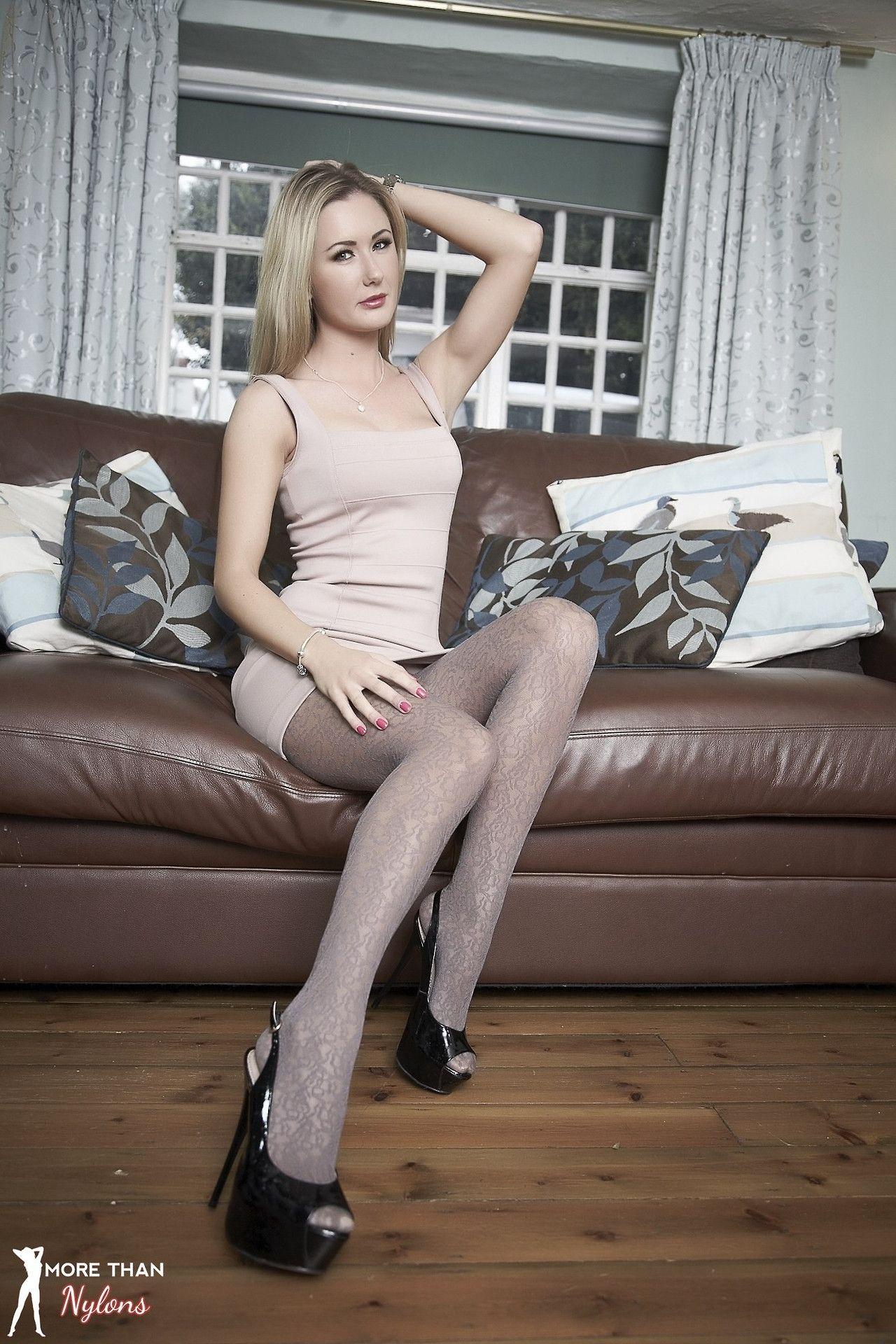 stockings'n'heels — meet real women wearing stockings at: | |_