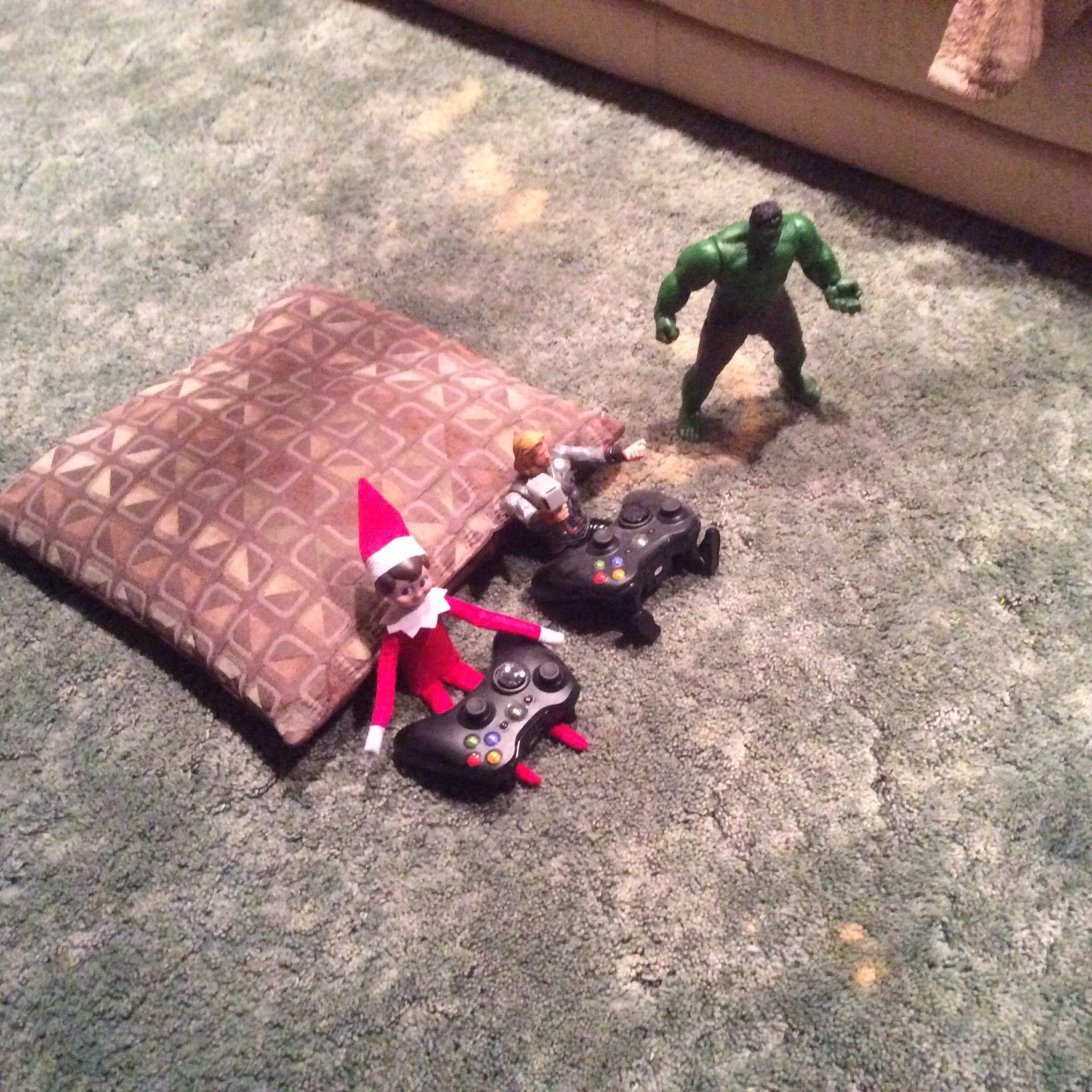 Elf playing XBOX