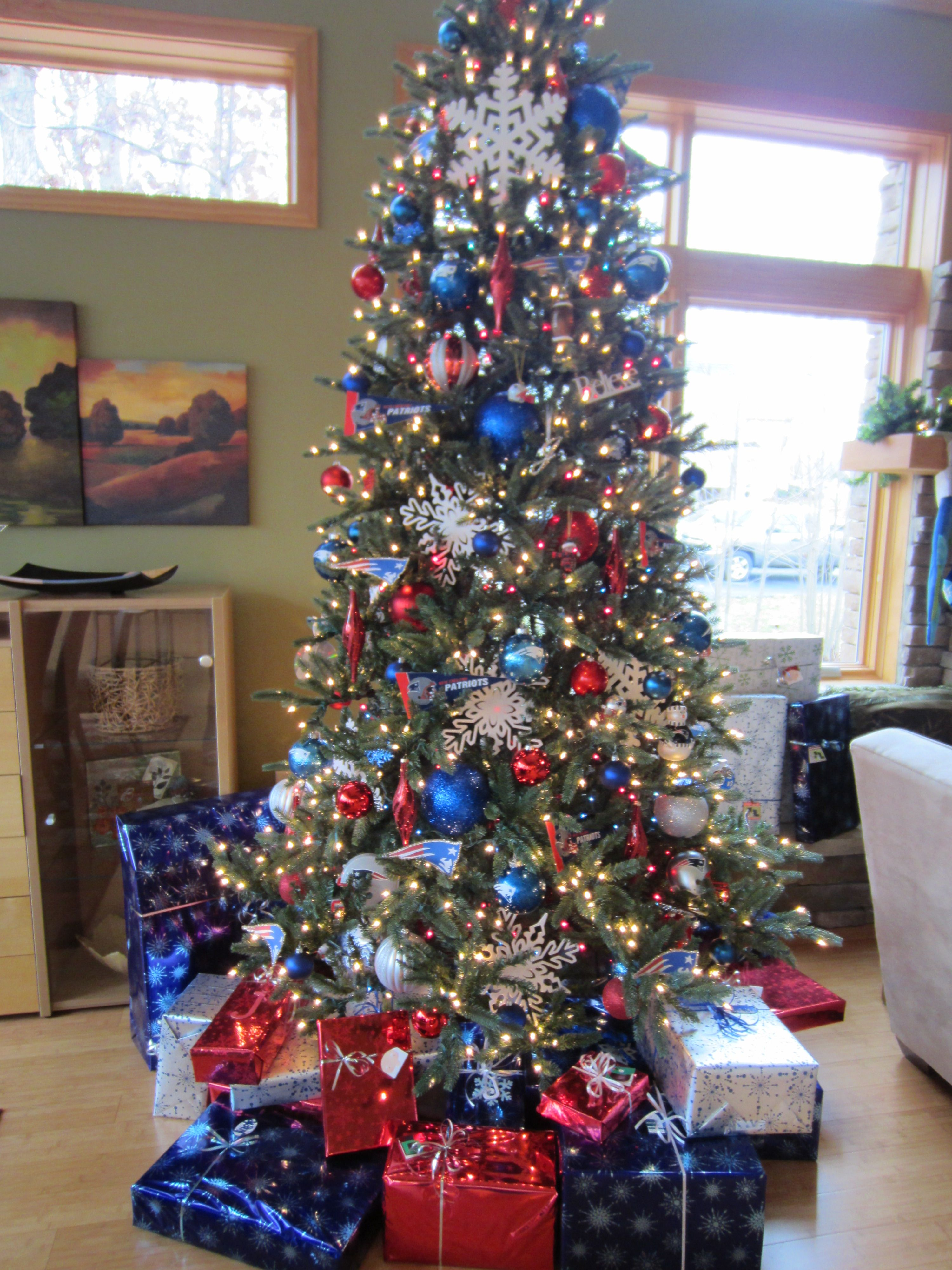 Blue christmas trees decorating ideas - Red White Blue Make The Perfect Christmas Tree
