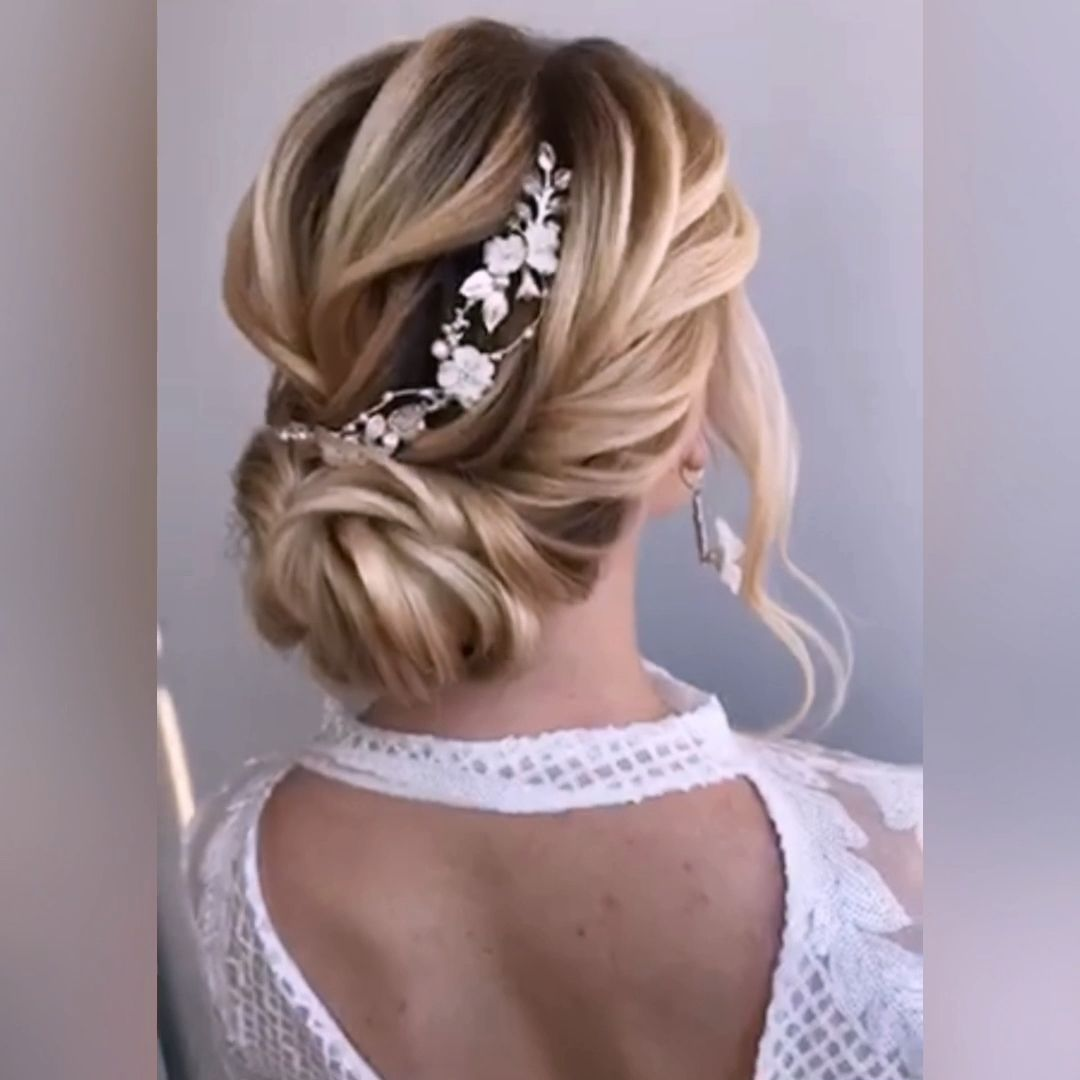 Bride hair piece. Floral hair comb with pearls