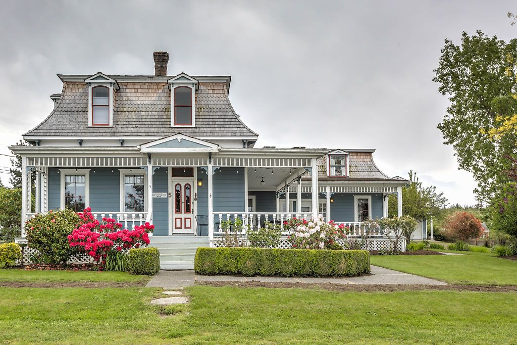 The Watson House Formerly The Lovejoy Inn Whidbey Island Washington Circa Old Houses Old Houses For Sale And House Old Houses For Sale Victorian Homes
