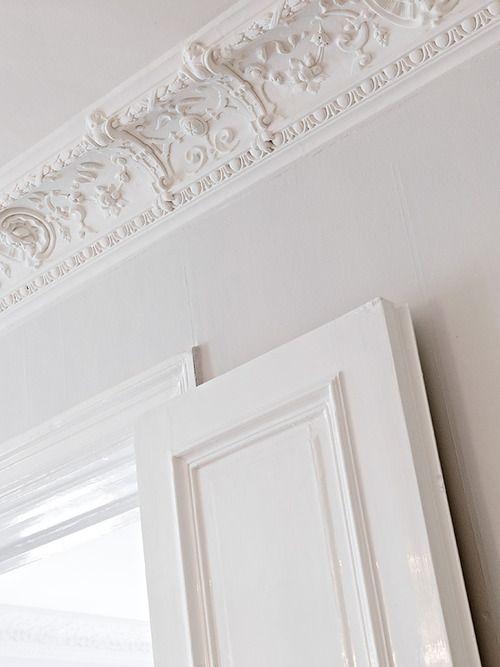 source: Stadshem ~ beautiful ceiling detail