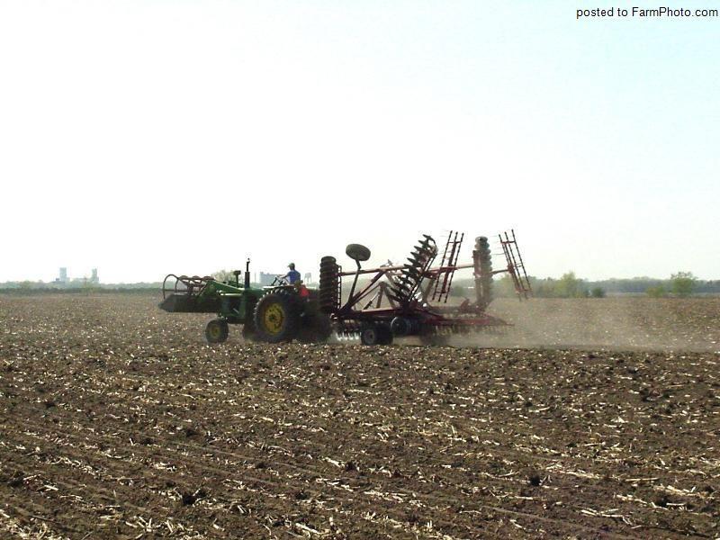Planting Corn in Nebraska - Page 1 [#41454 / 41454]