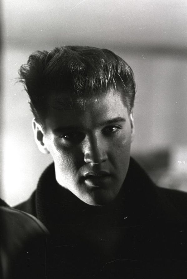 Elvis......Love the shadows & light of this pic