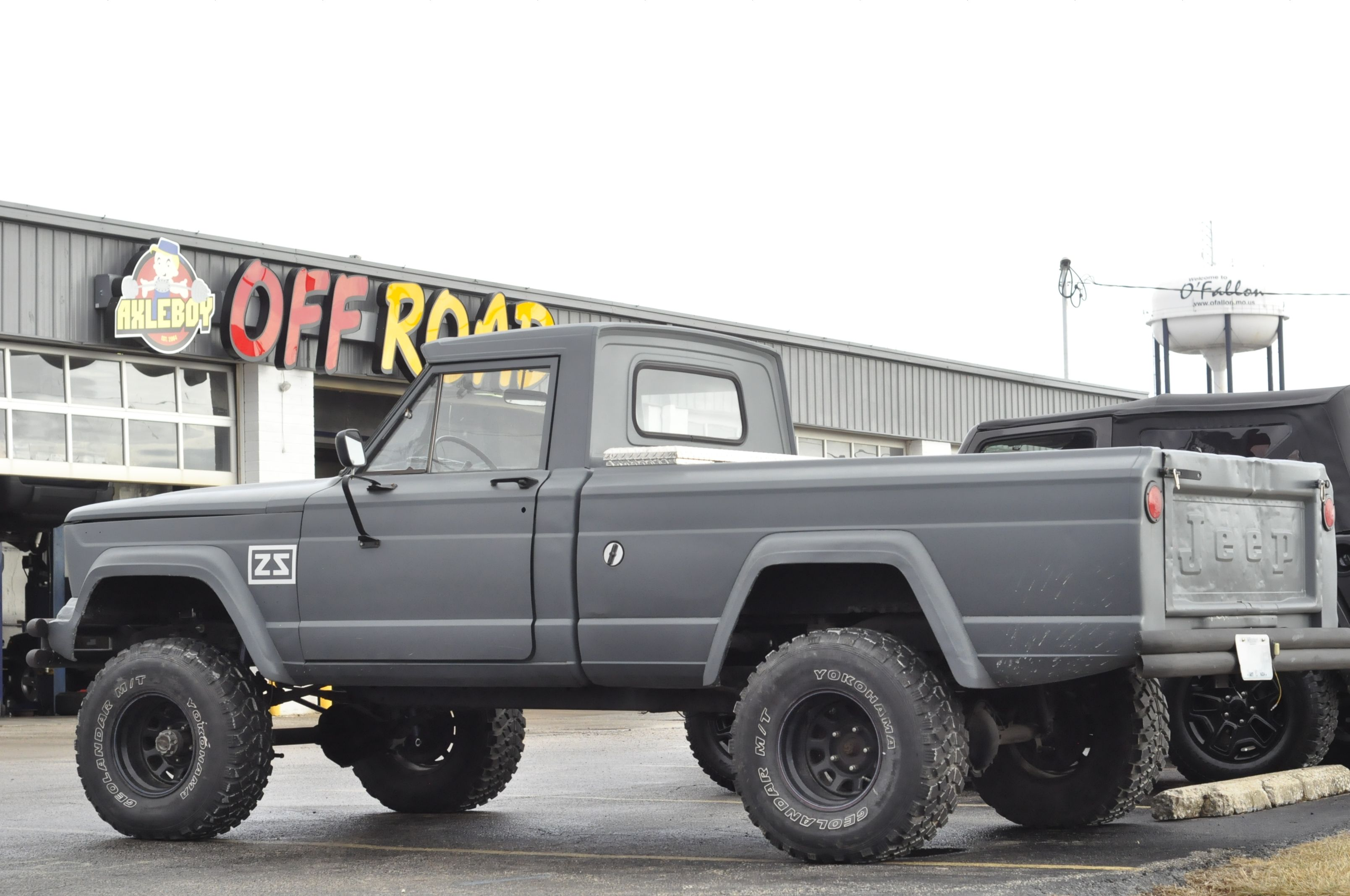 Vintage 1964 Jeep Gladiator At Axleboy Off Road In O Fallon Missouri Axleboy Of Jeep Truck Jeep Gladiator Willys Jeep