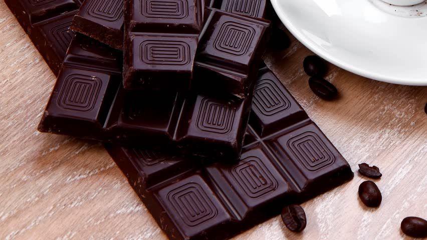 تفسير حلم أكل الشوكولاته السوداء اكل الشوكولاتة السوداء الشوكولاتة الشوكولاتة السوداء Chocolate Candy Food