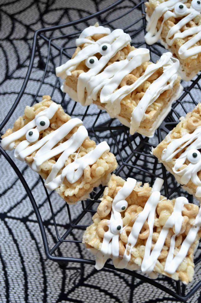 Mummy Rice Krispie Treats #halloweenricekrispietreatsideas