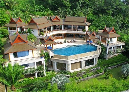 8 bed property for sale in Three-Level Villa On The Top Of Hillside