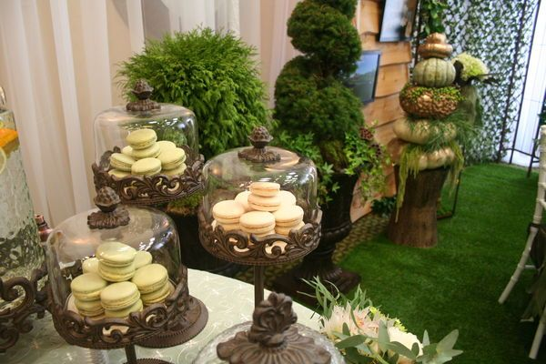 If you're planning on tying the knot surrounded by a lush garden or forested mountainside, add  this garden inspired dessert table to your wedding reception.