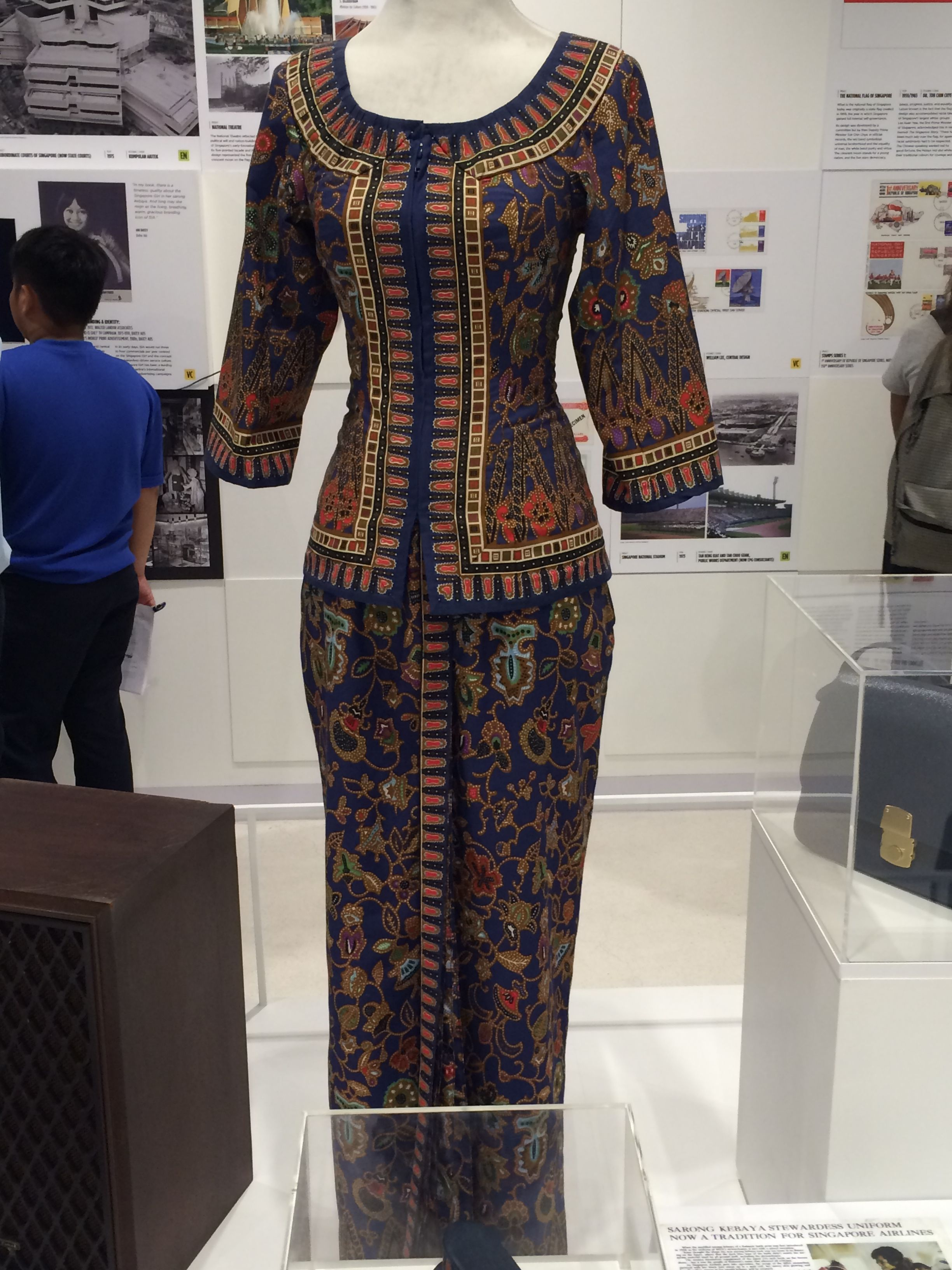 This is the SIA air crew uniform. It resembles the sarong kebaya ... 5f04bff5e7
