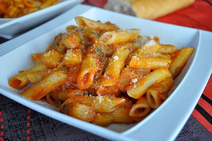 Receta De Macarrones Con Berenjena Y Tomate Receta Macarrones Salsa De Tomate Casera Recetas De Comida Fáciles