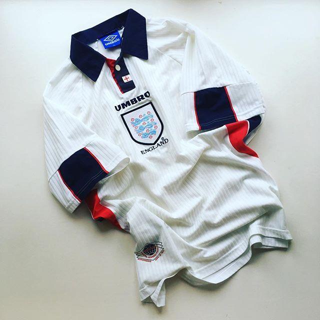 England Home Shirt 98 England Englandshirt Threelions Englandnationalteam Worldcup F With Images Retro Football Shirts England Football Shirt Vintage Football Shirts