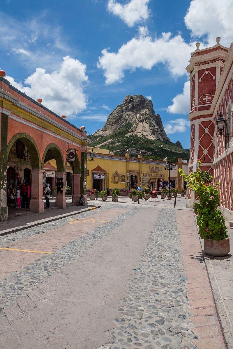 Pe a de bernal the enormous monolith at san sebasti n bernal quer taro mexico