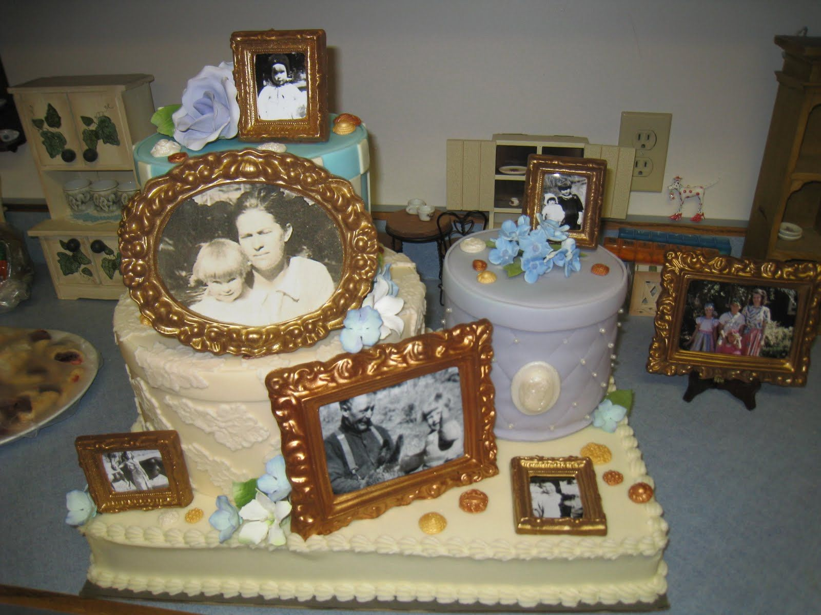 Stunning picture frame cake Image print cakes