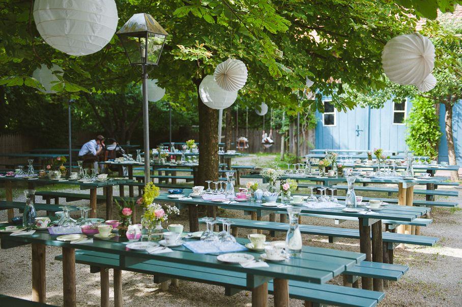 Lampignons Pompoms Hochzeit Lampignons Garten Diy Hochzeit