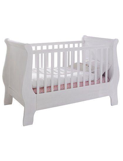 Kleines Babybett im Landhausstil, aus weiß lackiertem Erlenholz. Das ...