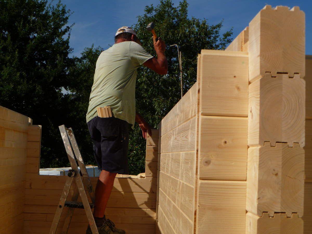 Autoconstruction Du0027une Maison En Bois (madriers). Je Cogne, Je Cogne
