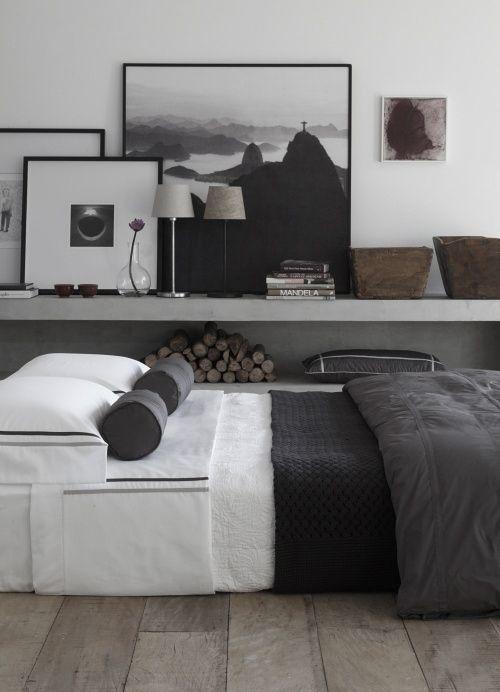 Langes Regalbrett Neben Dem Bett Schlafzimmer Einrichten Wohnen Wohnung