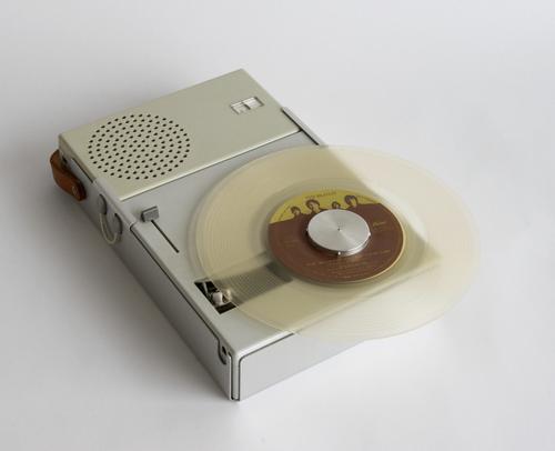 Portabler Single-Plattenspieler mit Radio von Braun