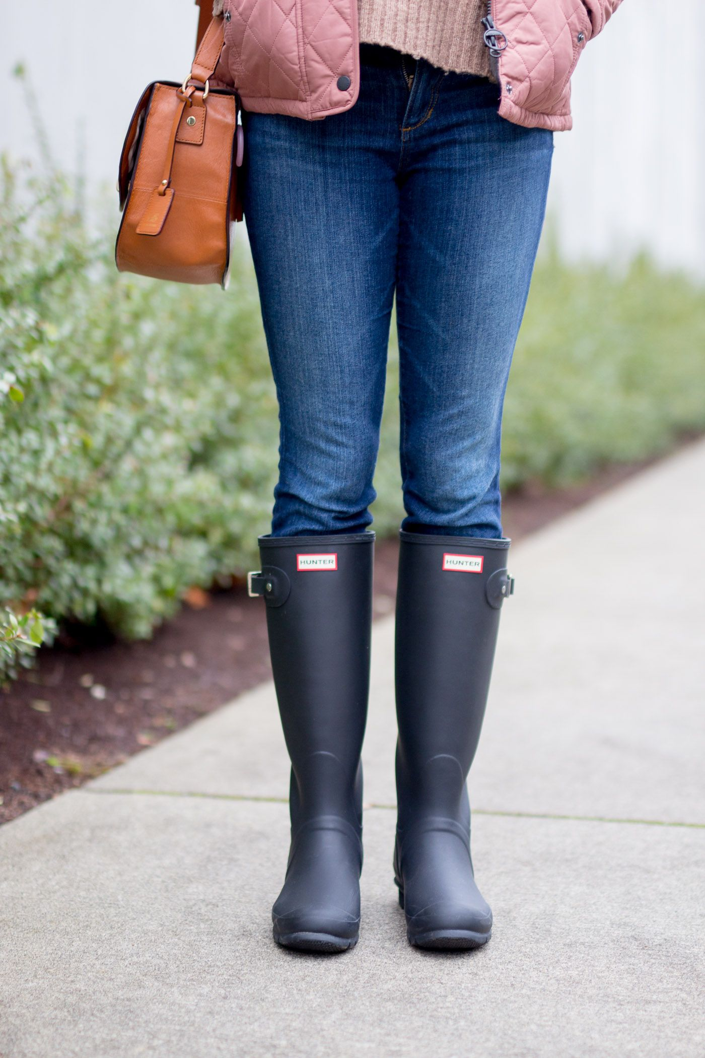 new product b6e64 ed1c5 How To Wear Hunter Boots In Winter | Boots rainy ...