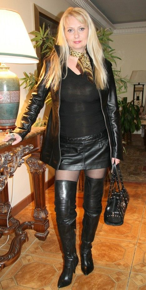Mature amateur in sexy boots