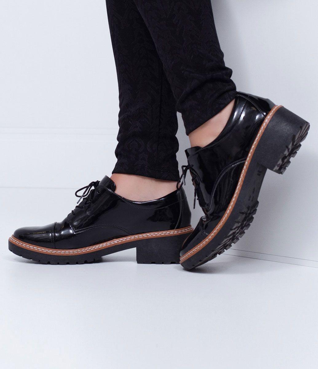 561a1b467 Sapato Feminino Modelo: Oxford Em verniz Sola tratorada de 4cm Marca:  Satinato…