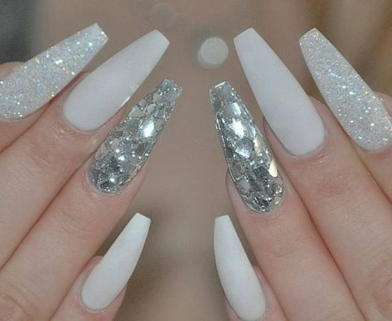 Romantic And Stylish White Nail Designs And Ideas This Fall White Coffin Nails White Acrylic Nails Long Glassteinnagel Glitter Nageldesign Weisse Acrylnagel