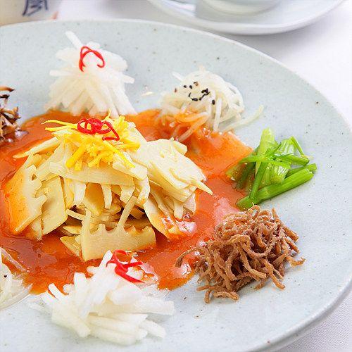 Hongsi Juk Sunchae (salad dressed in persimmon sauce) 궁연(청담점)