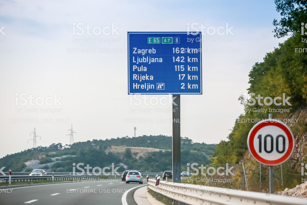 Rijeka Croatia August 1th 2018 Traffic On The Rijeka Bypass Highway From Smrika Place To Hreljin With Sign Of Main Citie Zagreb Croacia Fotos De Famosos