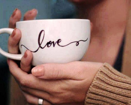 OCCHIETTI Meu convidado eterno todos os dias nos encontramos. . .                               ... amo café é um amigo presente e uma companhia deliciosa.  ╭☀╯ • • • SOL HOLME   • • • ╭☀╯