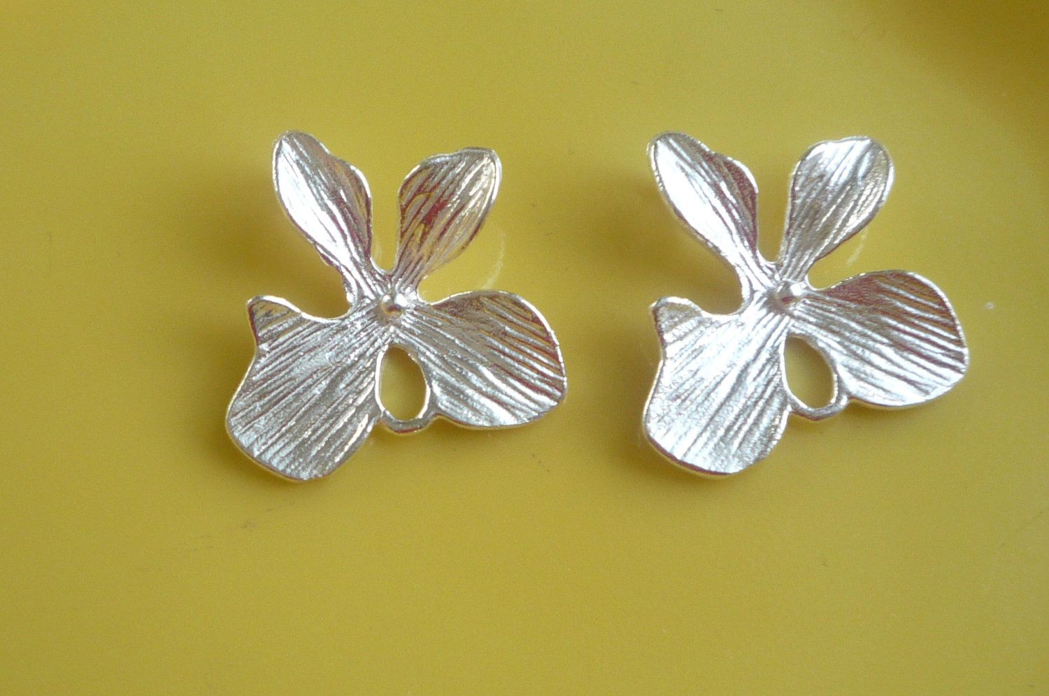 2 pcs Sterling silver  orchid flower connector, link, spacer (15x15mm),flower connector. $8.50, via Etsy.