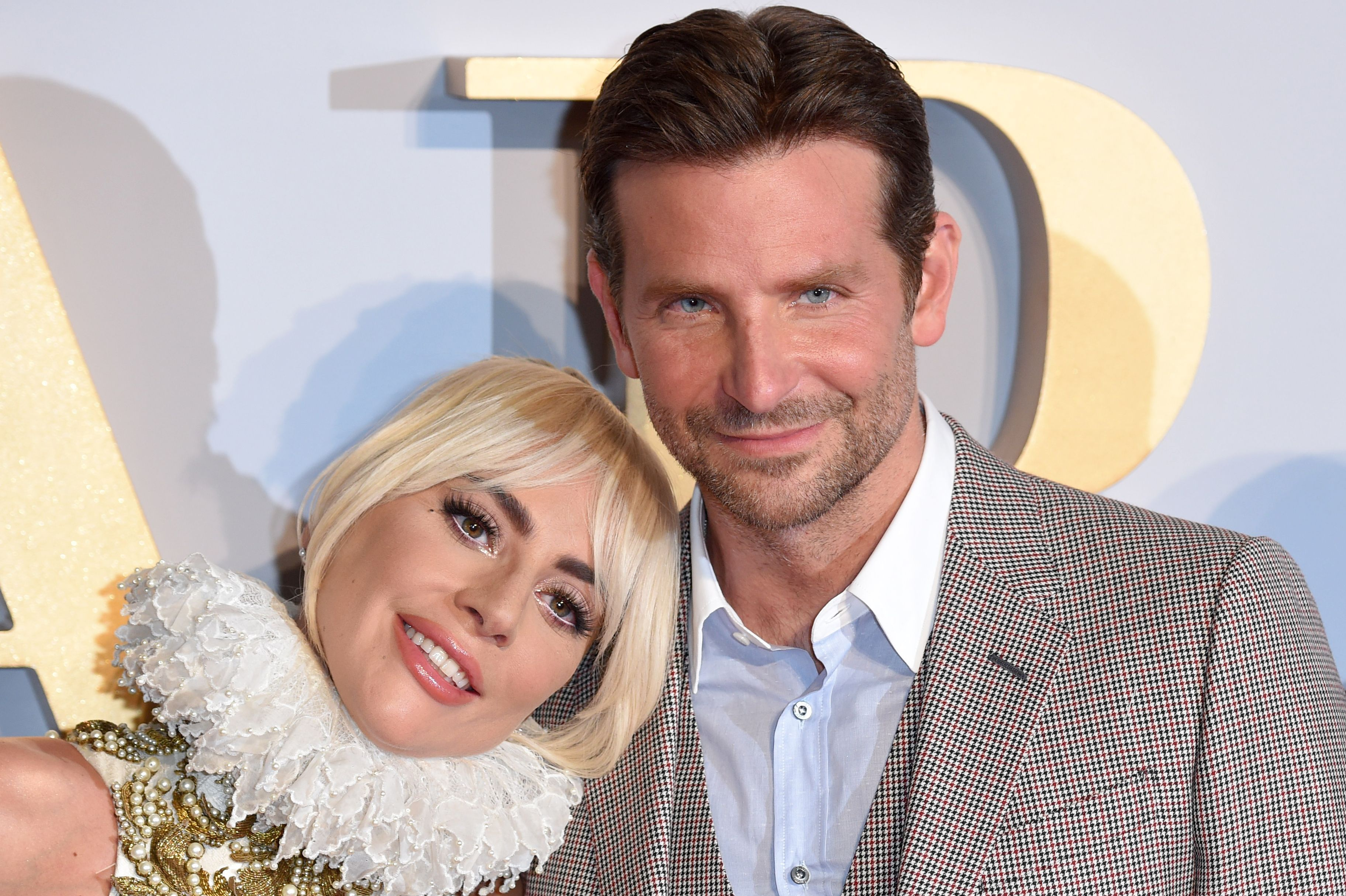 Lady Gaga And Bradley Cooper Love Each Other Bradley Cooper Lady Gaga Friend Pictures Poses