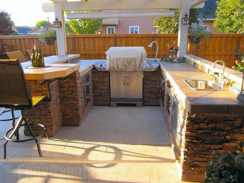 Outdoorküche Stein Plus : Diesem bereich outdoor küche ist in faux gestapelten stein