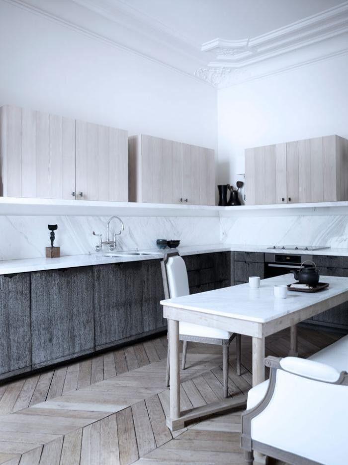 El suelo de espiga de Paris... Una manera de colocar el parqué que aporta clase y elegancia a esta cocina