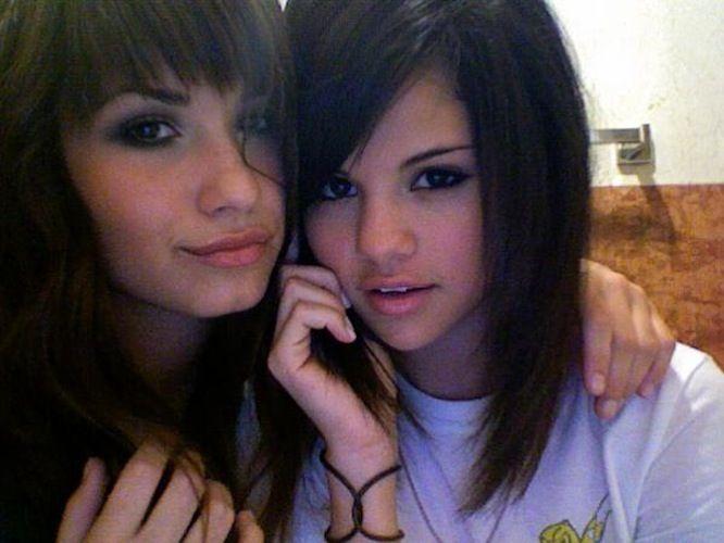 lovato lesbian gomez demi Selena