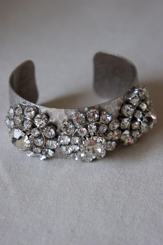 Forum on this topic: Lovely DIY Rhinestone Bracelet, lovely-diy-rhinestone-bracelet/