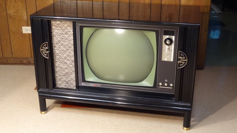 Vintage 1963 Rca Victor Round Screen Color Television Very Nice