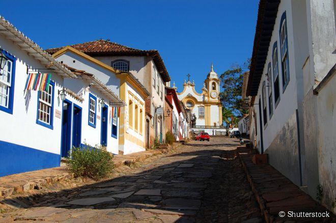 No final da ruela, a A Igreja Matriz de Santo Antônio, em Tiradentes