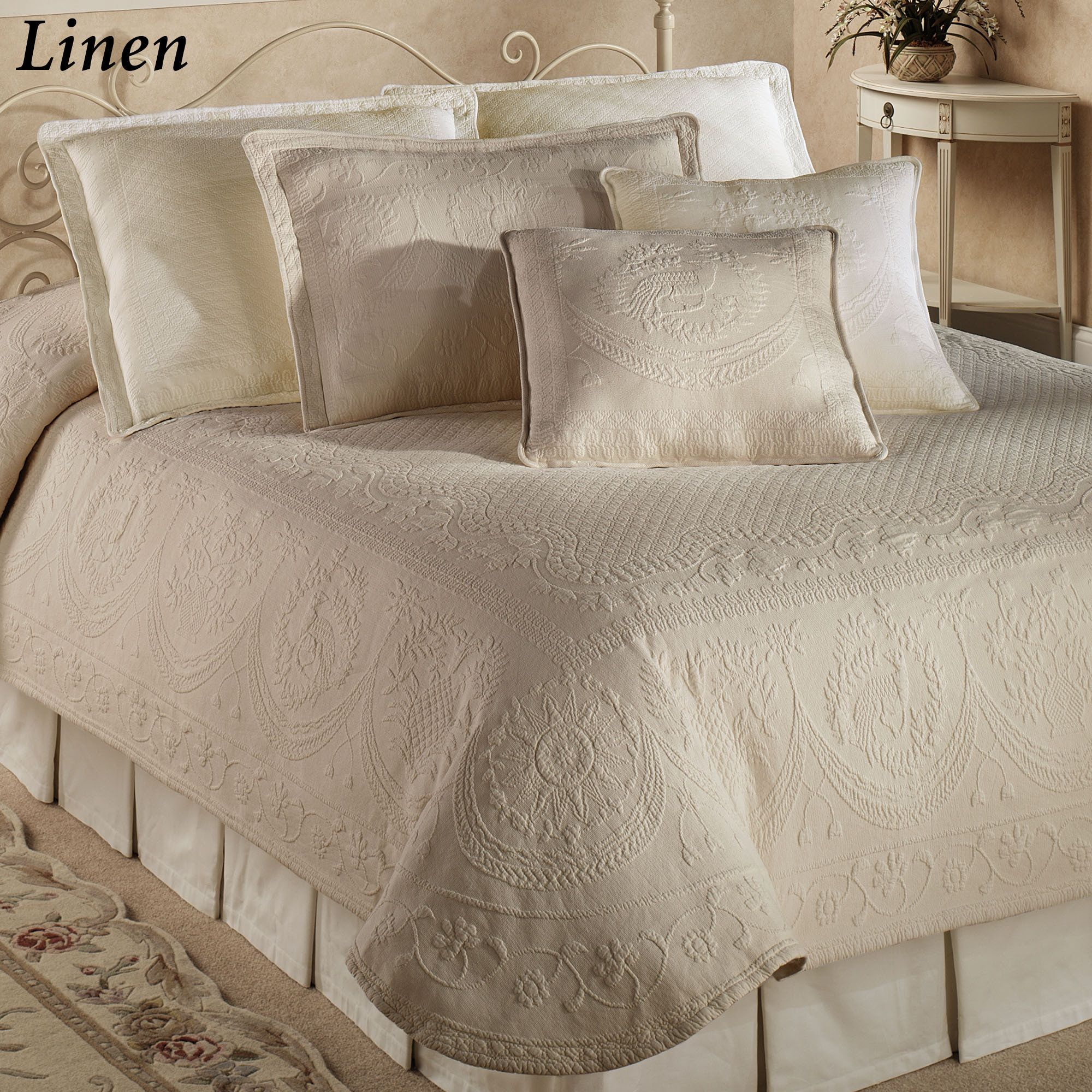 King Charles Matelasse Coverlet It Also Comes In Linen As The
