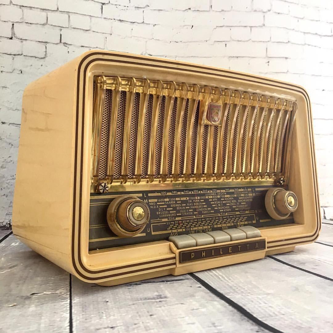 للبيــع راديو فنتج ماركة Philips اللون أصفـر سنة الصنع 1962 بلد الصنع المانيـا راديو فنتج مميز يضيف لمسة جمالية للمكان للتواصل على ال Radios Reliquias