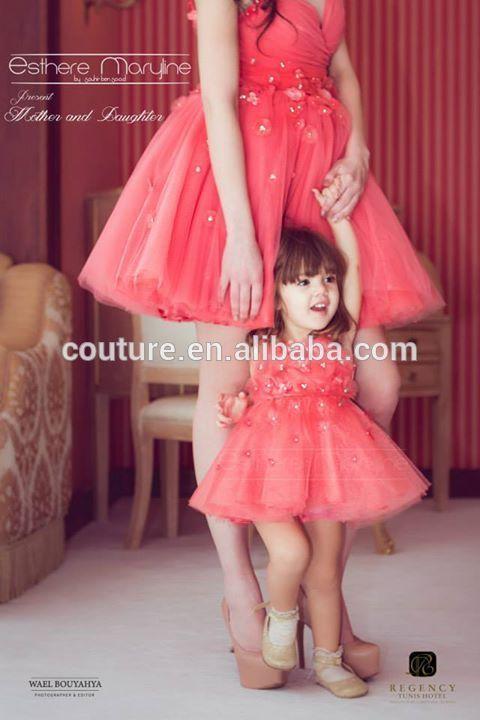 madre e hija vestidas igual fiesta - Buscar con Google   madres e ...